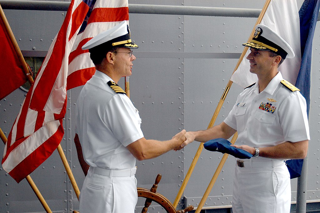 File:US Navy 040927-N-2468S-001 Commanding Officer Of USS