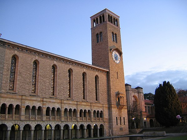 Winthrop Hall, the most prominent landmark on the main UWA campus UWAWinthropHallSunsetcurves gobeirne.jpg