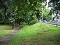 Uhříněves, Husovo náměstí, park a ulice Přátelství.jpg
