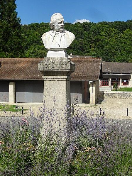 File:Valmondois (95), buste d'Honoré Daumier, place Honoré-Daumier 1.jpg