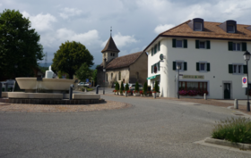Le centre du village de Vich et son temple