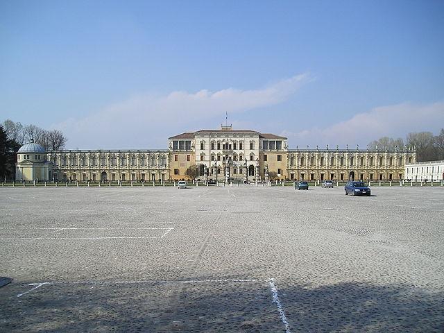 http://upload.wikimedia.org/wikipedia/commons/thumb/1/15/Villa_Contarini_2.jpg/640px-Villa_Contarini_2.jpg?uselang=ru