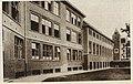 Vue intérieure dans la cour de l'école du Sacré-Cœur (1936).jpg