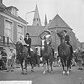 Wageningen 700 jaar stadsrechten Oud Wageningse klederdracht te paard, Bestanddeelnr 915-2549.jpg