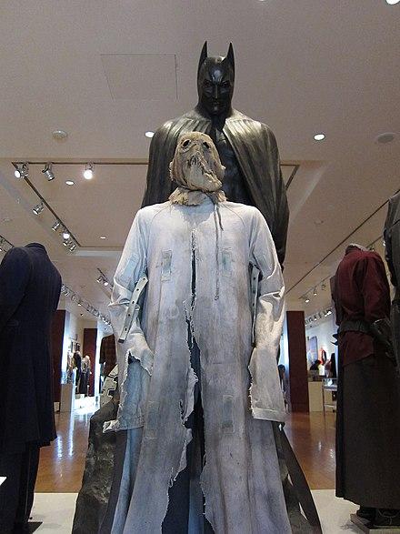 film batman giacca bianca