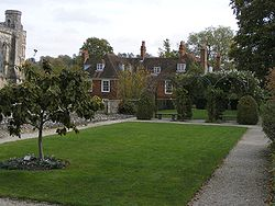 The Dean Garnier Garden in Winchester text