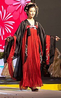 Qixiong ruqun A type of Chinese set of attire