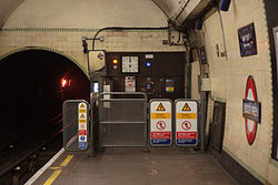 WoodGreen - North end of eastbound platform before (4571288592).jpg