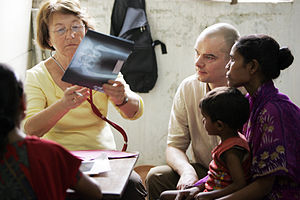 German Doctors for Developing Countries - Diagnosis by a German Doctor in Kolkata, India