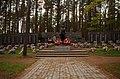 Братская могила на воинском кладбище в Сестрорецке.jpg