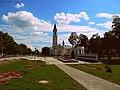 Мемарыял і каталіцкая царква ... Memorial and the Catholic Church - panoramio.jpg