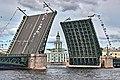 Санкт-Петербург. Дворцовый мост в разведённом положении 1.jpg