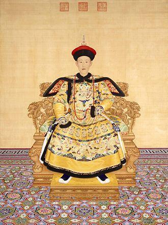 Qianlong Emperor - Image: 清 郎世宁绘《清高宗乾隆帝朝服像》