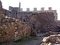 063 Castell de Montsoriu, pati d'armes, restes d'estances i merlets.jpg