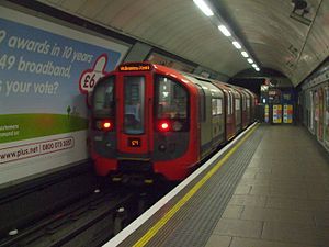 Zug vom Typ 2009 Tube Stock in der Station Euston