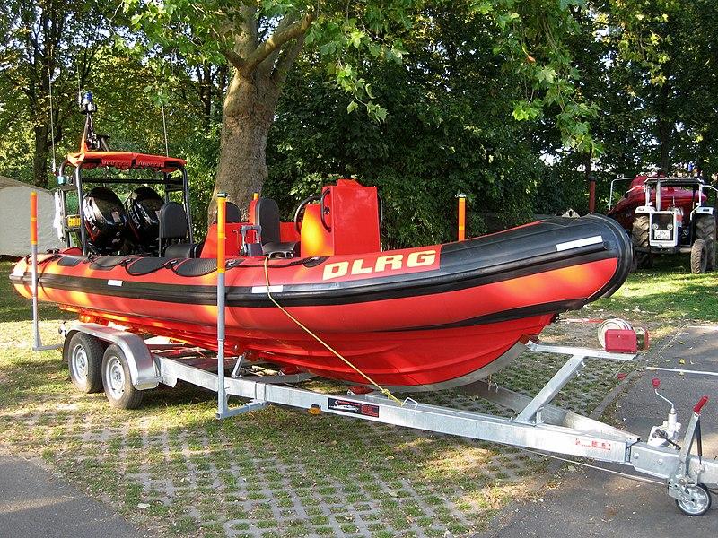 File:2011-09-25 Bonn DLRG Rettungsboot Cassius 01.JPG