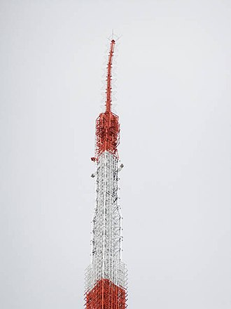 2011 Tōhoku earthquake and tsunami - Damage to the antenna of Tokyo Tower