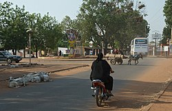 2014.04-416-330aS scenery(urban),sheep,traffic,motorbike,donkey cart,bus Koutiala(Sikasso Rgn),ML sun13apr2014-0831h.jpg