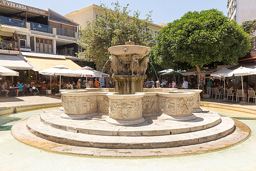 The Morosini fountain in Lions Square. 2016-07-25 Heraklion 063.jpg