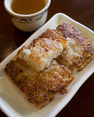 Turnip cake - Image: 2016 0626 lo bak gow