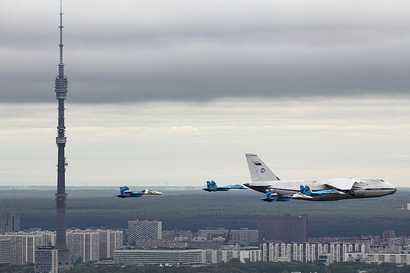 [تصویر:  800px-224th_Flight_Unit_Antonov_An-124_o...y_2010.jpg]