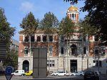 245 Edifici de Correus i escultura Capsa de llum (Girona), av. Ramon Folch.jpg