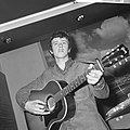Aankomst Donovan Leitch (zanger volksliedjes) op Schiph, Bestanddeelnr 917-9573.jpg