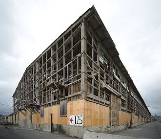 San Francisco Naval Shipyard - Abandoned building in October 2016