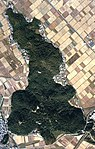 Aerial view of Aduchi-yama 1982.jpg