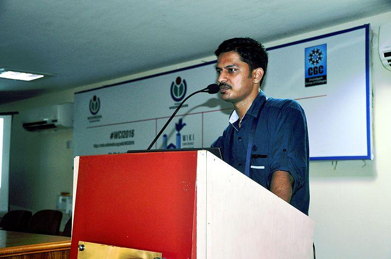 File:Akbarali Charankav Presentation WikiConference India 2016.jpg