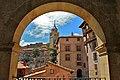 Albarracin. Catedral desde el Ayuntamiento - panoramio.jpg