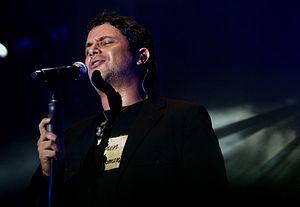 Alejandro Sanz - Alejandro Sanz performing in Managua, Nicaragua on November 1, 2007.