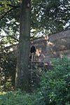 Muren langs de St. Annastraat tussen Kamp en Coninckstraat, voortgezet zuidwaarts langs de Beek, 15e eeuw. Aan de noord- en oostzijde werden de wallen in plantsoen herschapen en door de Beek als stadsgracht omgeven. Aan de zuid- en westzijde nog slechts een groene zoom bewaard