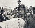 André Boillot après l'arrivée victorieuse à la Copa Florio 1922.jpg