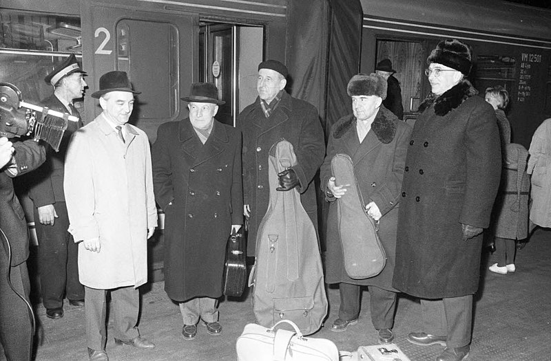 File:Ankunft des Moskauer Beethoven-Quartetts am Hauptbahnhof (Kiel 31.919).jpg