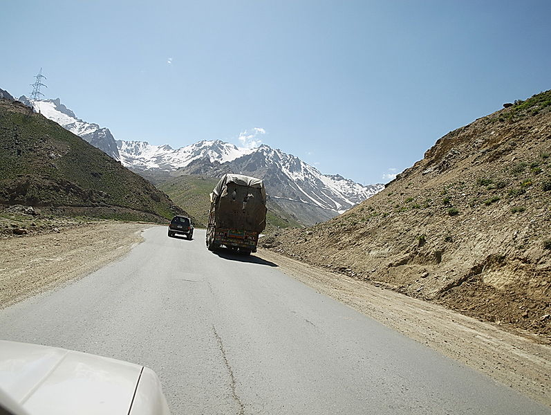 File:Approaching the Salang tunnel -d.jpg
