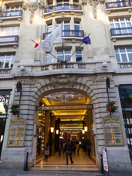 Fichier:Arcades aux 76-78 avenue des Champs-Elysées à Paris.JPG