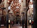 Arcos interiores Mezquita de Córdoba 01.jpg