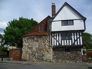Arden of Faversham - Image: Ardens House, Faversham (geograph 4504960)