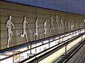 Atleta, andén dirección Las Musas, Estación Estadio Olímpico, Línea 7, Madrid, España, 2015.JPG