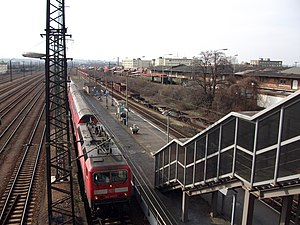 Dresden-Friedrichstadt station - The platform of the local station with access from the Waltherstraße bridge