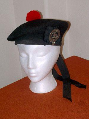 Balmoral bonnet - Wikipedia 633e0433ffb6