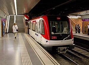 Paral·lel (Barcelona Metro) - Train at line 2 platforms