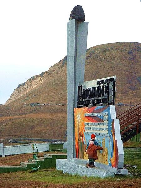 File:Barentsburg monument.jpg