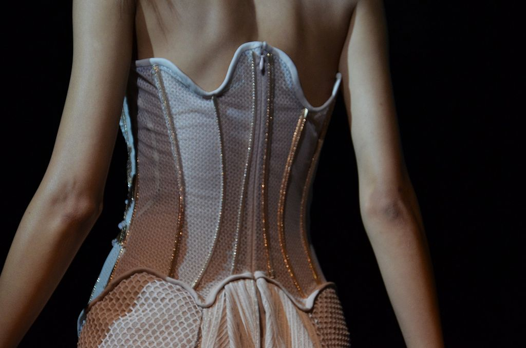 File basil soda spring summer haute couture 2012 9 jpg for Haute couture wikipedia