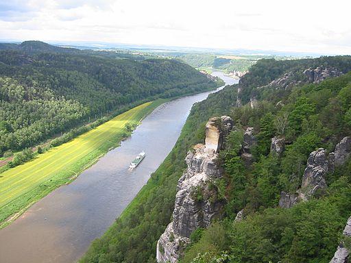 Bastei - Elbe stromabwärts mit dem Wartturm