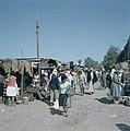 Bersjeba Markttafreel mannen en vrouwen bij marktkramen die provisorisch zijn , Bestanddeelnr 255-9239.jpg