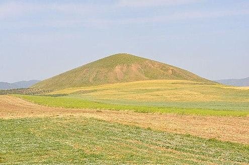 Tomb of Alyattes today. Bin Tepe, large tumulus.jpg