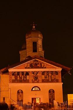 """Biserica """"Adormirea Maicii Domnului"""", Noaptea de Înviere 2012.JPG"""