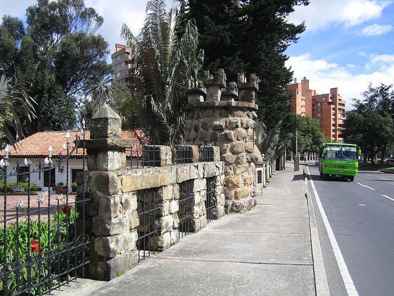 File:Bogotá Avenida carrera Séptima en el Parque del Chicó.JPG